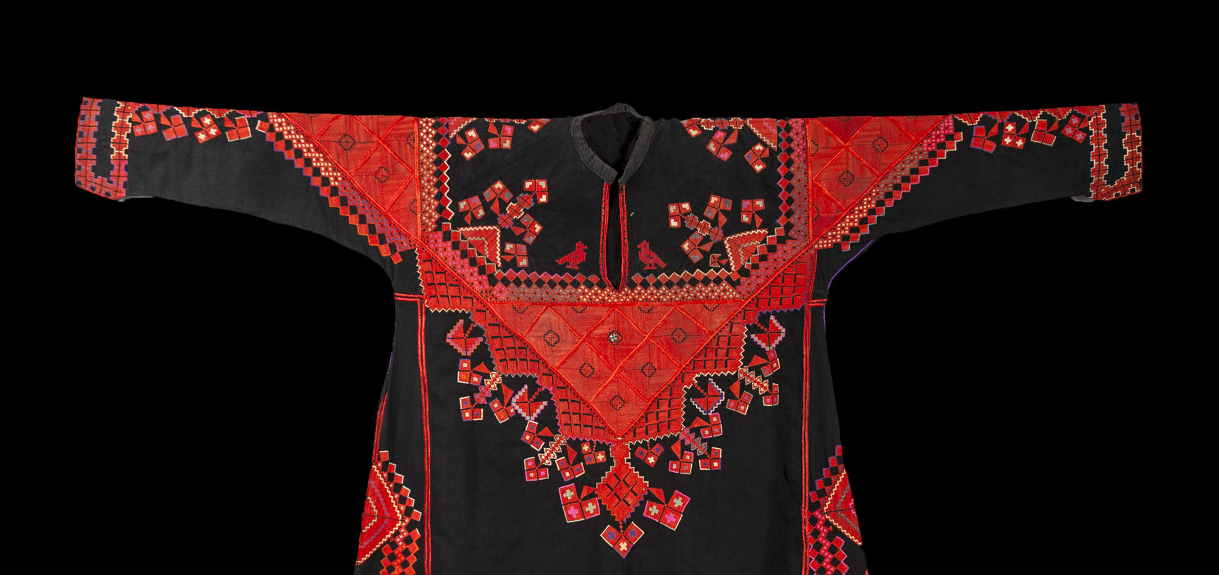 2018.37.4 – Front of traditional woman's dress ('thob')from Saraqib, Syria. Black cotton with hand embroidered decoration in silk. Donated by Jenny Balfour Paul. Purchased by donor in Aleppo in 1985. ©Pitt Rivers Museum