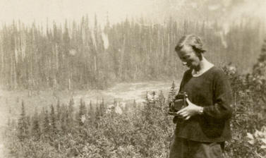 Beatrice Blackwood with her camera during anthropological fieldwork in Yoho Valley, British Columbia, Canada. Photographer unknown, 1925.