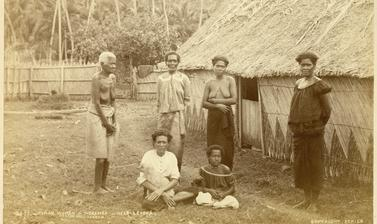 Fijian women at a native settlement near Levuka on the island of Ovalau. Photograph by Alfred Burton for the Burton Brothers studio (Dunedin). Noremba, Ovalau, Fiji. 14 July 1884. (Copyright Pitt Rivers Museum, University of Oxford. Accession Number: 1998