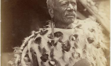 Portrait of Te Heuheu Tukino IV, chief of the Ngāti Tūwharetoa, a Māori tribe of the central North Island. Photograph by Alfred Burton for the Burton Brothers studio (Dunedin). Tokaanu, North Island, New Zealand. Circa 1885. (Copyright Pitt Rivers Museum,