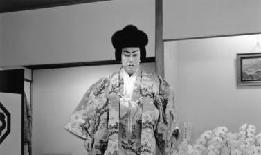 Nakamura Kanzaburō XVIII in his dressing-room in the Kabuki-za, ready to take the stage as the character Matsuōmaru in the play Sugawara Denju Tenarai Kagami (Sugawara's Secrets of Calligraphy). Photograph by Akio Kushida. December 2007. (Copyright Akio K