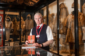 Literary tour guide in Pitt Rivers Museum